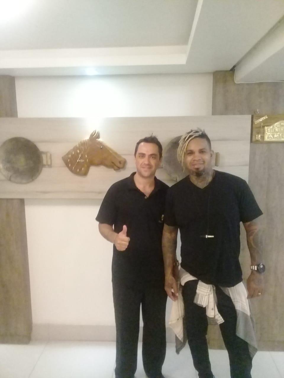 Dallé Hotel - O cantor Rodriguinho passou por Bagé durante a sua turnê e hospedou-se no Dallé Hotel.
