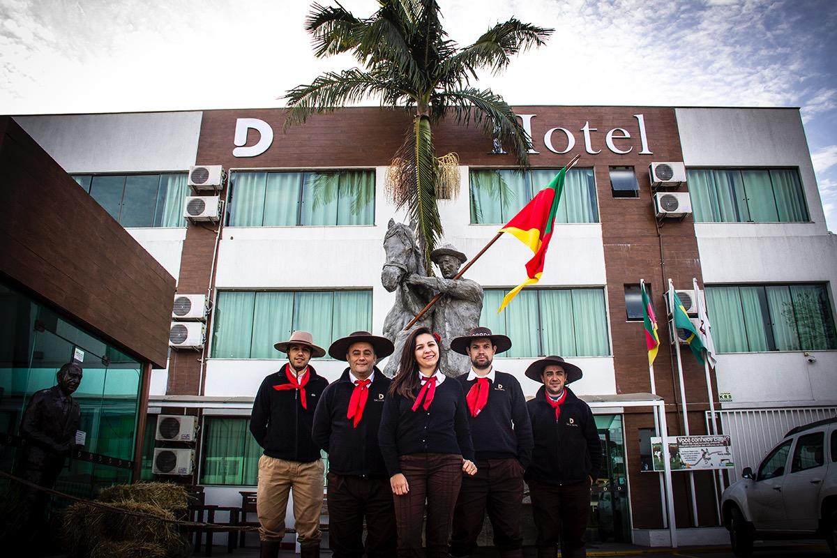 Dallé Hotel - Pessoal do CTG Prenda Minha visitando o Dalle Hotel